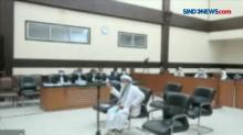 Pakai Syal Palestina saat Akan Sidang, HRS Ditegur Hakim
