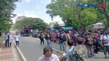 Buruh FSPMI Geruduk Gudang Utama Indomaret Ancol, Tuntut Pembebasan Anwar Bessy