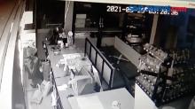 Aksi Pembobolan Minimarket Terekam CCTV, Puluhan Bungkus Rokok Ikut Diambil
