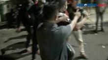 Polisi Bubarkan Paksa dan Terlibat Bentrok dengan Ormas