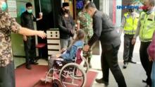 Berboncengan Motor, Wanita Hamil Tua Pingsan di Jalan