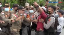 Ricuh Mobil Bupati Lampung Utara Dihadang Demonstran