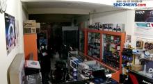 Aksi Pencurian 46 Unit Laptop di Kota Blitar Terekam CCTV