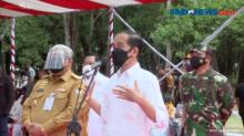 Presiden Joko Widodo Meninjau Vaksinasi Massal