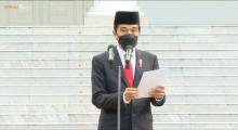 Khidmat, Presiden Jokowi Lantik 700 Perwira TNI/Polri Secara Virtual di Istana Negara