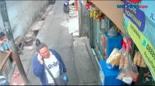 Aksi Emak-Emak Curi 20 Pack Rokok di Warung Terekam CCTV
