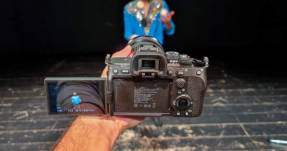 Sony Alpha 7 IV Siap Jadi Kamera Hibrid Paling Tangguh