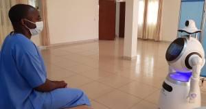Pekerja Medis Rwanda Pakai Robot untuk Kurangi Risiko Virus Corona