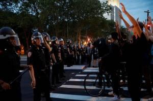 Kerusuhan AS Berlanjut, Sudah 13 Tewas dan 10.000 Orang Ditangkap
