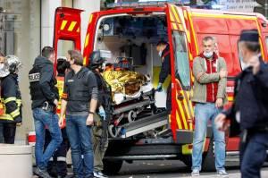 Serangan berakhir setelah korban selamat berlari ke toko roti sebelah gereja dan minta staf toko memanggil polisi.