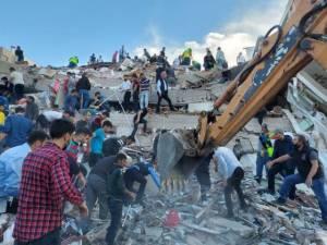 Ini Foto-foto Kerusakan Parah Akibat Gempa di Turki dan Yunani