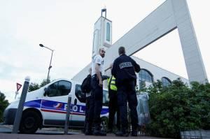 Prancis Akan Tutup 76 Masjid atas Dugaan Promosikan Separatisme