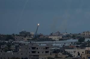 Balas Tembakan Roket, Jet-jet Tempur Israel Bombardir Gaza