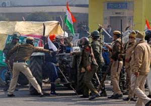 Protes Ribuan Petani India Berlangsung Ricuh, Polisi Pakai Gas Air Mata