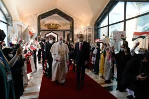 Paus Fransiskus Tiba di Irak dalam Kunjungan Bersejarah dan Berisiko