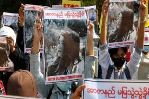 Kekasih Tercinta Tewas Ditembak, Demonstran Myanmar Sumpah Lanjutkan Perlawanan