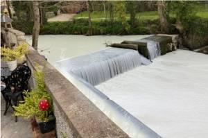 Sungai Dulais Alirkan Susu Putih Sungguhan Bikin Heboh, Ini Penyebabnya