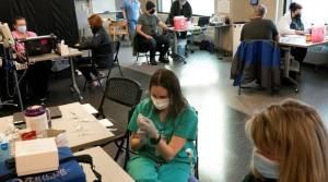 Alaska Menawarkan Vaksin COVID-19 pada Para Turis Mulai 1 Juni