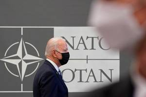 Biden Dilaporkan Minta Saran NATO Soal Pertemuan dengan Putin