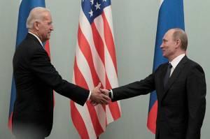 Pompeo: Biden di Posisi Lemah Saat Bertemu Putin