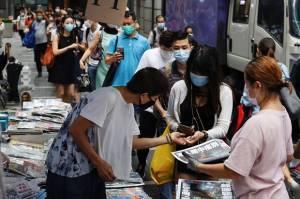 Warga Hong Kong Berduka, Surat Kabar Pro-Demokrasi Cetak Edisi Terakhir