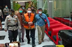Resmi Tersangka, Azis Syamsuddin Langsung Ditahan di Rutan Polres Jaksel