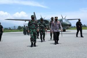 Panglima TNI dan Kapolri Beri Pengarahan ke Personel Mandago Raya