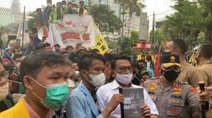 Moeldoko Temui Demonstran, Undang ke Istana lalu Foto-foto