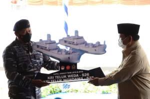 Prabowo Serahkan Dua Kapal Perang Produksi Anak Negeri ke TNI AL