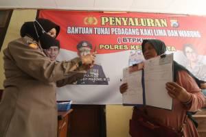 Penyaluran BLT PKL di Kantor Polisi, Pedagang Terima Rp1,2 Juta