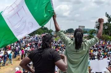 Pemuda Turun ke Jalan Protes Kebrutalan Polisi, Kota di Nigeria Lumpuh