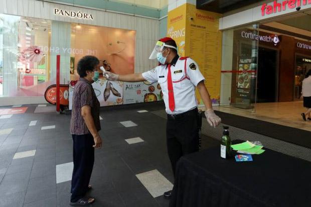 Mall Jadi Cluster COVID-19, Malaysia Bakal Tes SWAB Semua Satpam