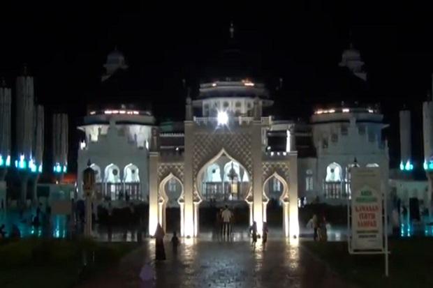Alunan Takbir Warga Menggema di Masjid Raya Baiturahman Banda Aceh