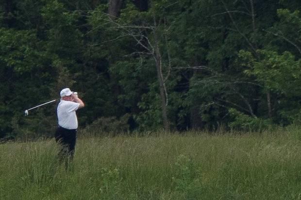 Trump Bela Keputusan Main Golf Saat Covid-19 Renggut 100.000 Jiwa