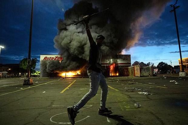 Aksi Protes Berubah jadi Kerusuhan, Minnesota Nyatakan Keadaan Darurat