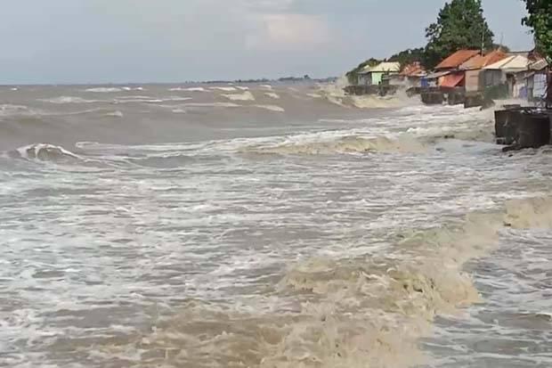 Gelombang Tinggi, Nelayan Indramayu Tak Berani Melaut
