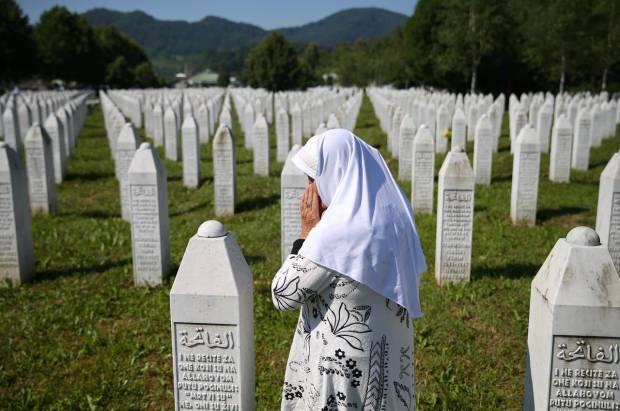 Warga Bosnia Kenang 25 Tahun Pembantaian Srebrenica