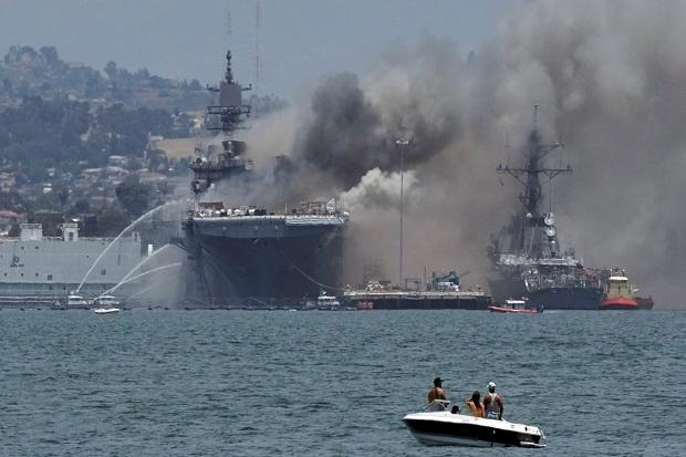 Kapal Perang AS Terbakar dan Meledak di San Diego, 21 Orang Terluka