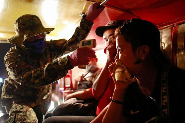 Cari Pasien Covid-19, Filipina Terjunkan Polisi