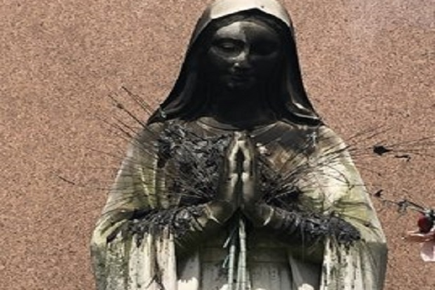 Patung Perawan Maria di Gereja AS Dibakar