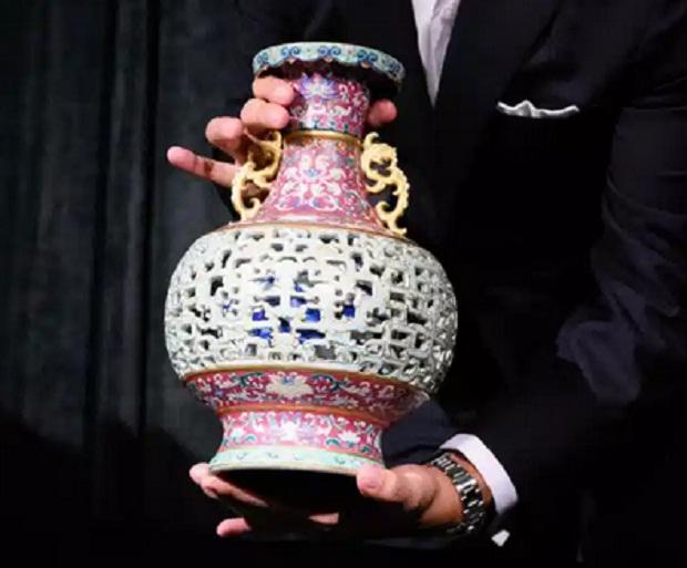 Vas Tua Rp800.000 di Rumah Pensiunan Terjual Rp128 Miliar dalam Lelang