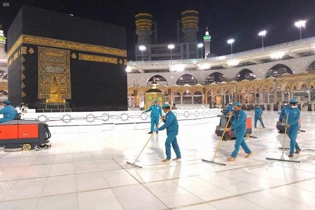 Otoritas Makkah Gunakan 54 Ribu Liter Desinfektan untuk Bersihkan KaBah