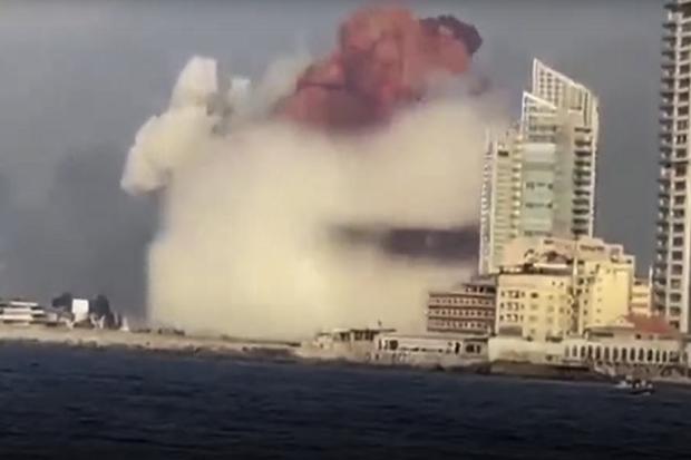 Muncul Awan Jamur, Ini Video Detik-detik Ledakan Beirut