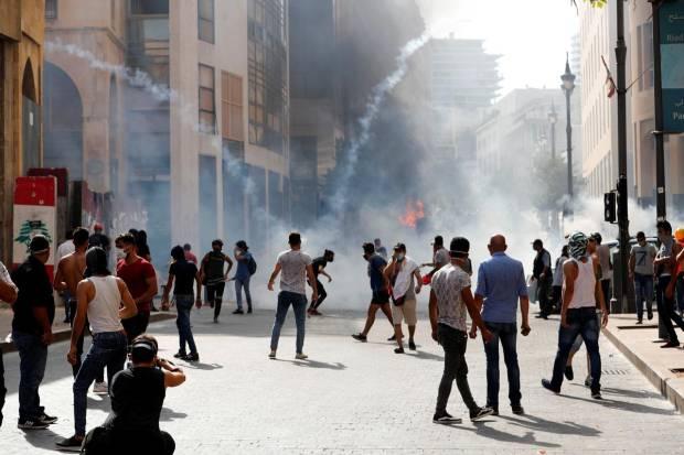 Polisi Tembakkan Gas Air Mata pada Ribuan Demonstran di Beirut
