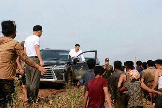 Kim Jong-un Naik Mobil Mewah Sambangi Desa Dilanda Banjir