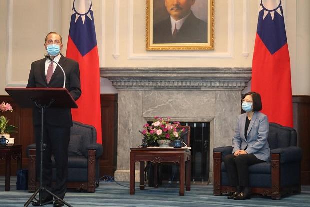 Abaikan Kemarahan China, Menkes AS Nekat Temui Presiden Taiwan