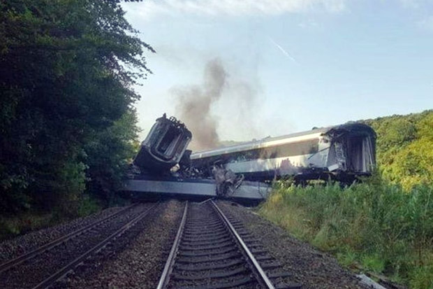 Kereta Penumpang Tergelincir di Skotlandia, Tiga Tewas