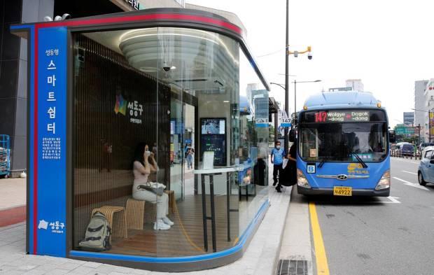 Seoul Tes Halte Bus Cerdas untuk Perangi Covid-19 dan Hindari Hujan