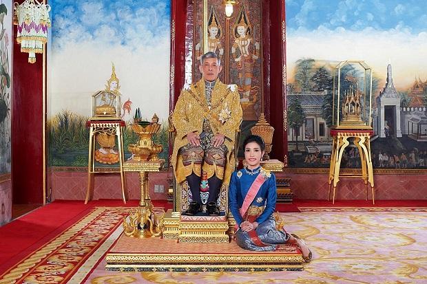 Kehidupan Raja Thailand dengan 20 Gundik, Selir Kerajaan dan Seorang Istri