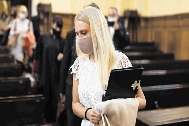 Wanita Ini Potong Tangannya dengan Gergaji lalu Mengklaim Asuransi